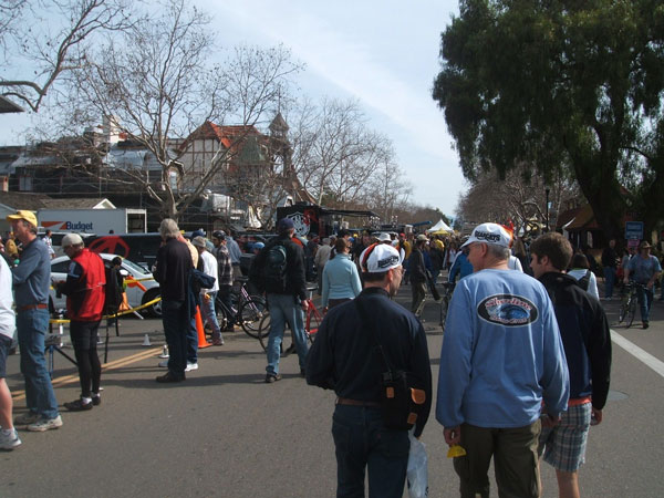 The streets are filling up in Solvang!