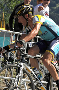 TDF09 stage 15 - Armstrong hung in gamely but didn't have the power to stay with the leaders