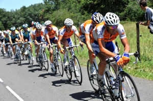 TDF 09 stage 19 - Rabobank drive the peloton onward, preventing a break