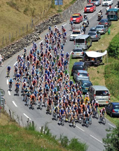 TDF stage 9 - peloton out for a Sunday cruise up the Col du Tourmelet