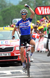 Sylvain Chavanel attacks and wins stage 7, to reclaim the yellow jersey