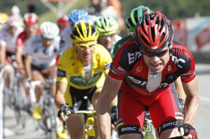 Cadel Evans drove the leaders back to limit their losses on the final climb, and to keep Voeckler in yellow (barely)