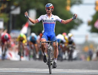 Peter Sagan blasts away from the field to win the 2015 World Championship